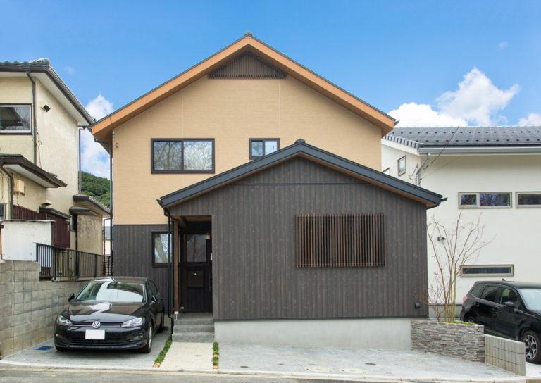 S2階ブラック 温泉宿の住空間を叶えた家